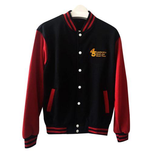 เสื้อเบสบอลสีดำแขนแดง